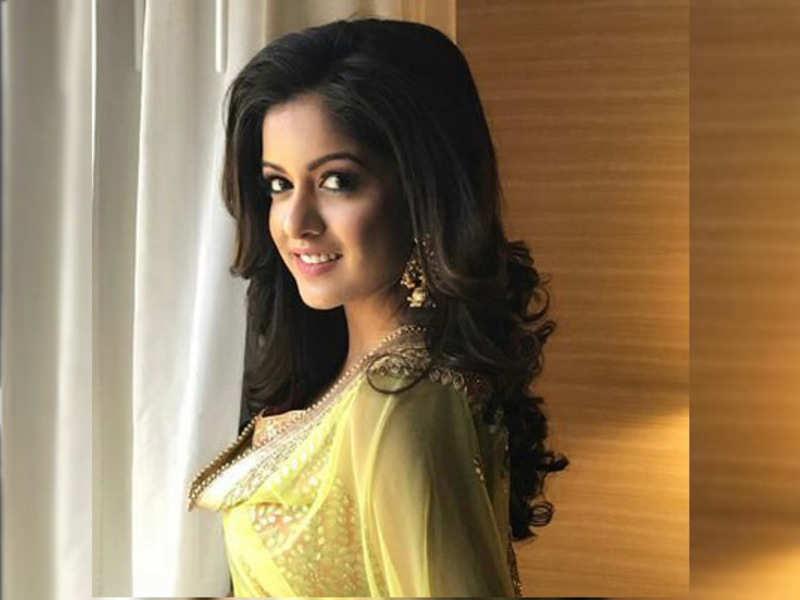 Ishita Dutta (Actress) Age, Height,Net Worth & Bio